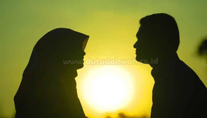 Suami Memperlakukan Istri