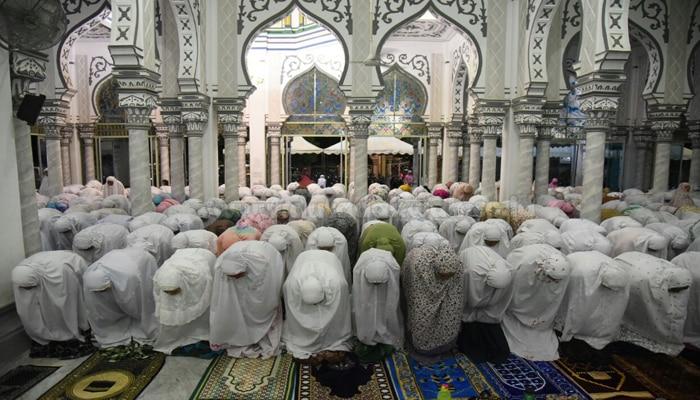 Bacaan Bilal Shalat Tarawih 23 Rakaat Beserta Jawaban Jama'ah (Lengkap)