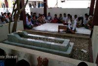 Bacaan Ziarah Di Kuburan Almarhum Ayah Singkat (Indonesia)