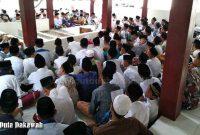 Bacaan Ziarah Di Kuburan Almarhumah ibu Singkat (Indonesia)